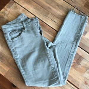 Green Skinny Ankle Length Jeans.